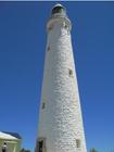 島内にある真っ白な灯台