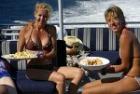 船上でチーズプラッター
