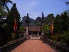 ベトナムで初めて首都が置かれたホアルーでまずは