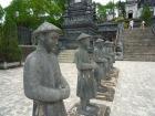帝廟を見守る石像