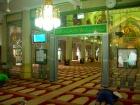 神聖な雰囲気の「サルタンモスク」