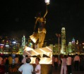 女神像は定番の撮影スポット