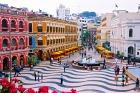 カラフルな色彩のセナド広場