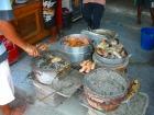 美味しい海産物が焼かれてたりします