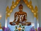 ワット・トライミットの仏像