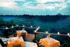 優雅なレストラン(クプクプバロンヴィラ)