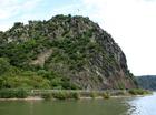 ザンクト・ゴアルスハウゼン近くの岩山ローレライ