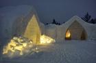 スノーホテルの見学も ※12月は建設中のものを見学(C)Arctic Snow Hotel