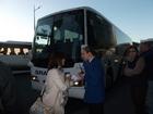 どのバスに乗るか、スタッフのサポートがあります