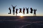夕日を背にみんなでジャンプ!!
