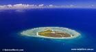 サンゴに囲まれた美しい島です。
