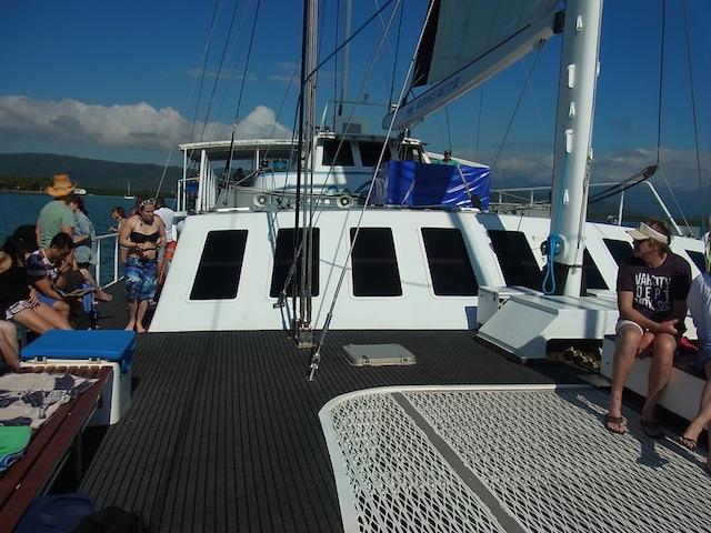 時速約18kmでのんびり進む帆船