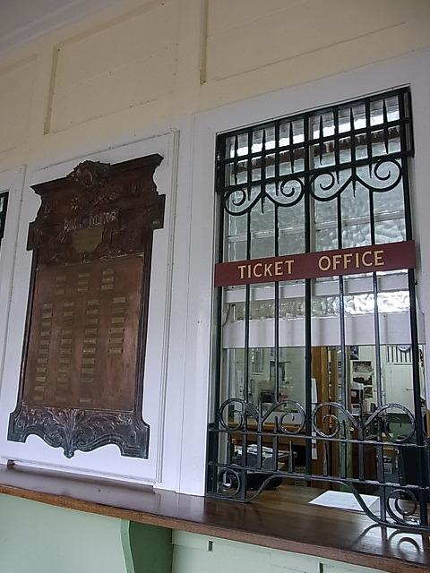 レトロな切符売り場。