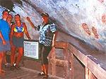 アボリジニの洞窟散策