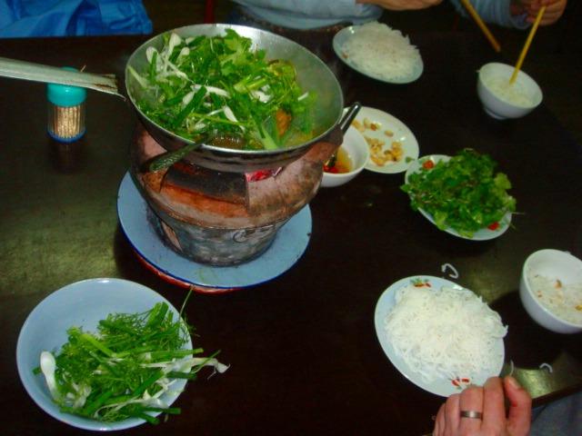ベトナム料理でお腹を満たしましょう!