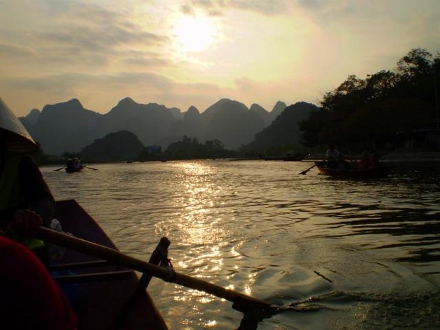 山歩きに疲れたら小船でゆっくり帰路に!