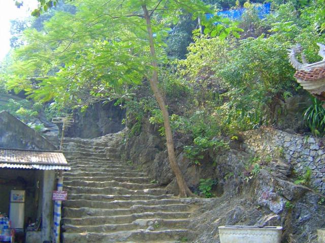 石畳の階段を登りいざ香寺へ!