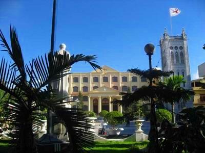 フランス植民地時代の建物が多くあります。