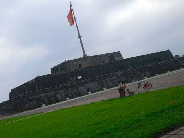 王宮前のフラッグタワー