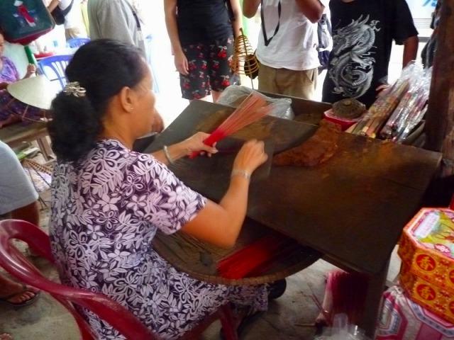 伝統工芸の職人(お香作り)