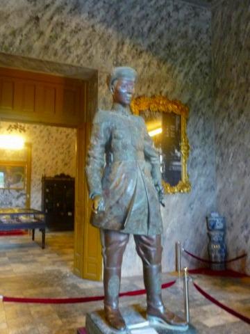 カイディン帝の像