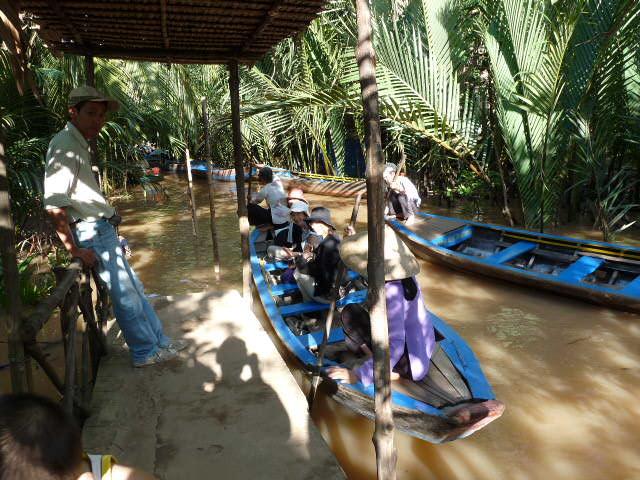 手漕ぎボート体験。