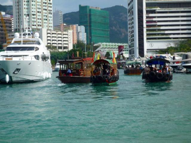 サンパン船にも乗船します
