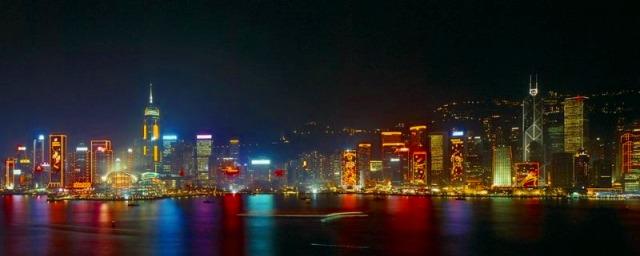 輝く香港の魔天楼群
