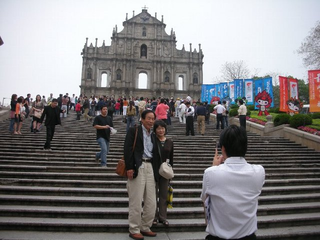 聖ポール教会跡の前でパチリ