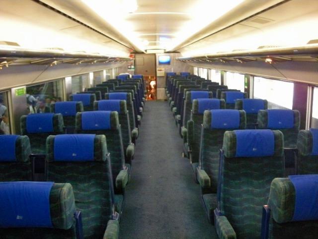列車内は清潔で乗り心地もOK