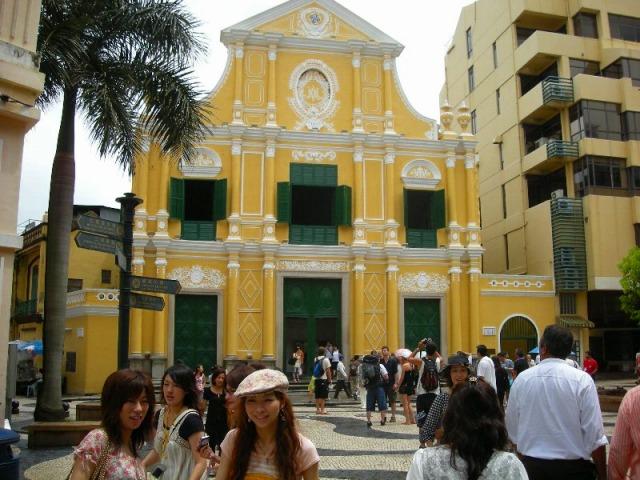 聖ドミンゴ教会と広場