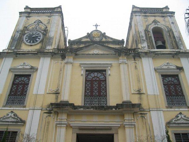 厳かな聖ローレンス教会