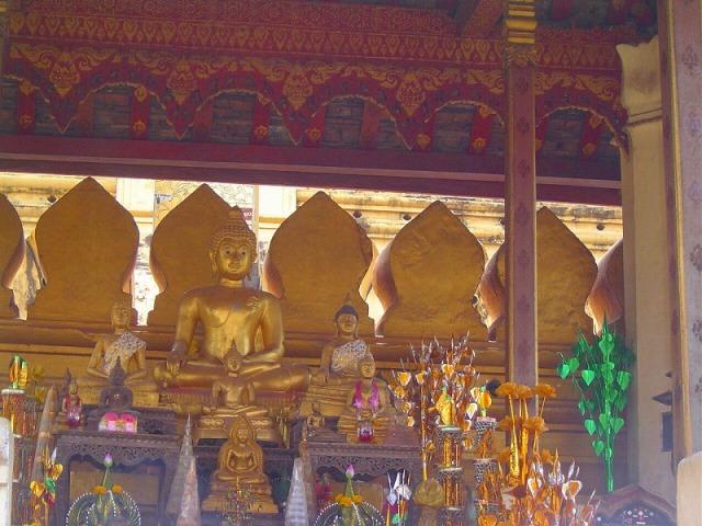 タートルアン内の仏像