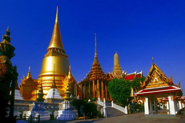 黄金に輝くエメラルド寺院