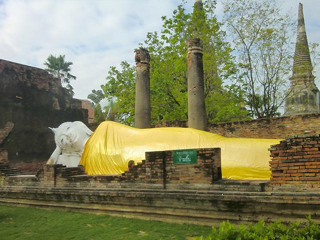 洪水後の様子(2011年12月14日撮影)涅槃仏