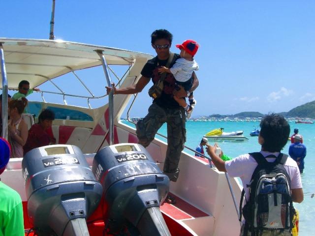 スピードボートに乗って40分でラン島へ