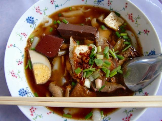 駅名物の麺料理!