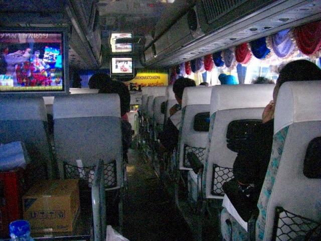 タイの高速バス内の様子