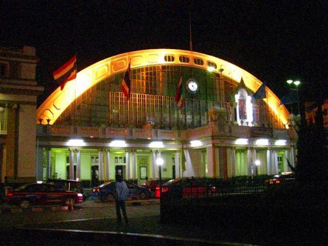 未明のフォアワンポーン駅
