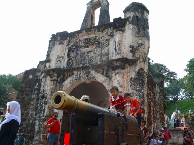 サンティアゴ砦の大砲跡