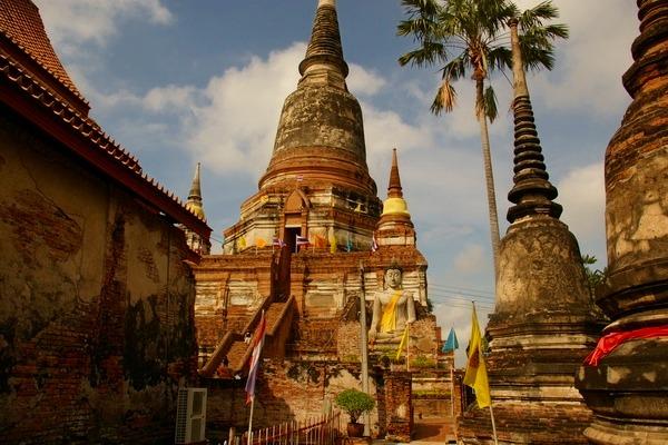 高さ72メートルの仏塔