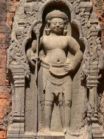 ロレイの壁面にある金剛力士の彫像