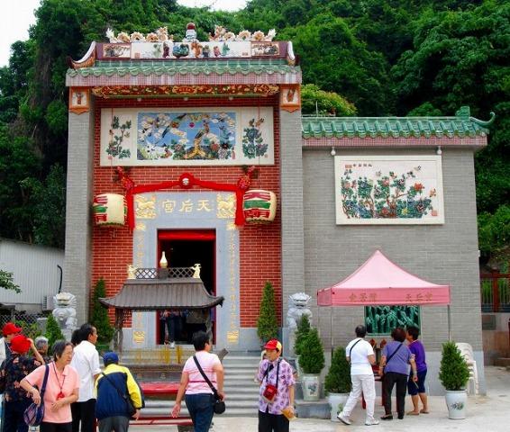 香港ならでは、派手な寺院