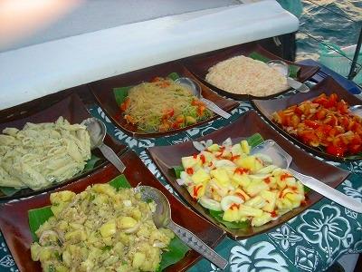 マレーシア料理を中心としたビュッフェスタイルのディナー