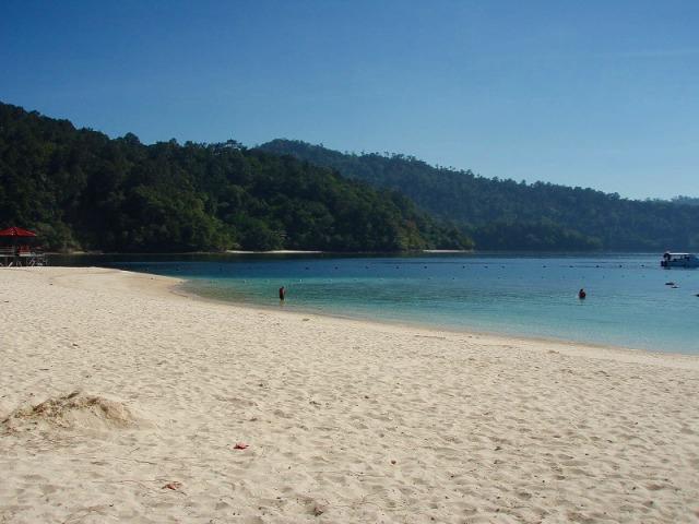 白砂が眩しいビーチ