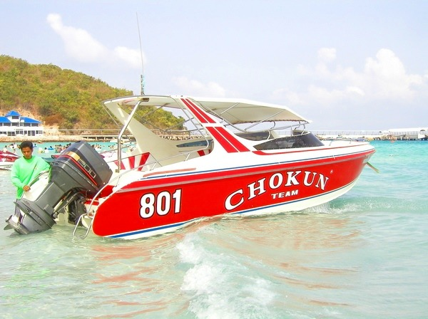 スピードボートでラーン島へ