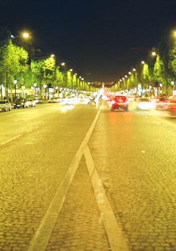 夜のシャンゼリゼ通り
