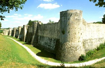 町全体を取り囲む城塞
