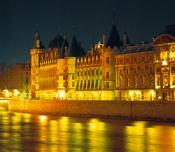 美しいパリの夜景