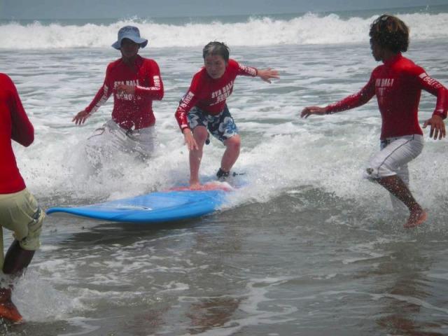 サーフィン初体験でもこの通り!
